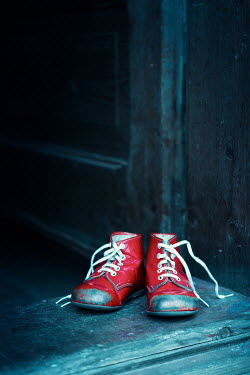 Magdalena Russocka child's red shoes left on doorstep