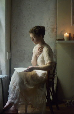 Daniel Murtagh HISTORICAL WOMAN SITTING READING LETTER INDOORS Women