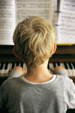 Ute Klaphake Boy playing piano