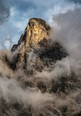 Jaroslaw Blaminsky ROCKY MOUNTAIN WITH CLOUDS Rocks/Mountains