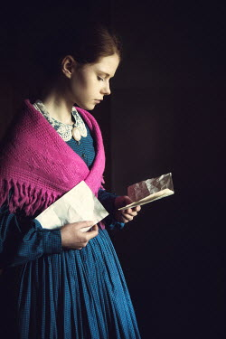 Magdalena Russocka historical woman reading letter Women
