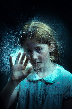 Magdalena Russocka little girl behind wet glass Children