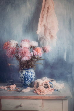 Magdalena Wasiczek bouquet of peonies in china vase Flowers