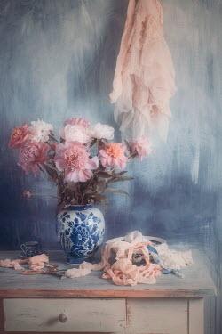 Magdalena Wasiczek bouquet of peonies in china vase Flowers