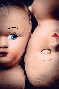 Des Panteva Two doll heads touching Miscellaneous Objects