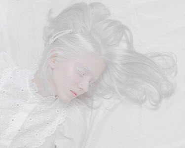 Ranat Renee SLEEPING GIRL WITH WHITE HAIR Women