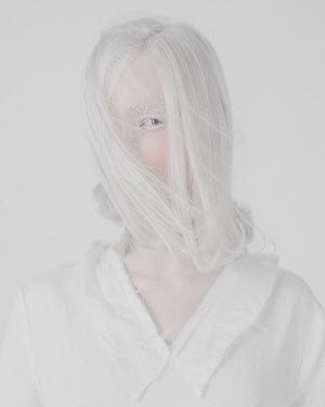 Ranat Renee WOMAN WITH WHITE FACE AND HAIR Women
