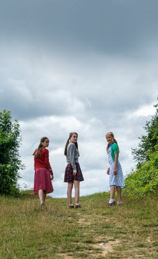 Stephen Mulcahey Three retro girls in countryside Children