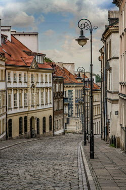 Jaroslaw Blaminsky HISTORICAL BUILDINGS AND STREET IN WARSAW Specific Cities/Towns