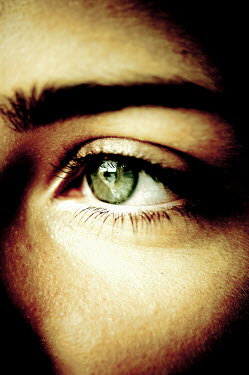 Valentino Sani CLOSE UP OF GREEN FEMALE EYE Women