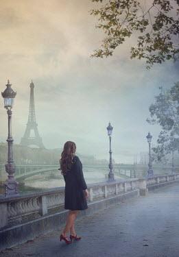 Drunaa Woman near river in Paris