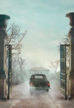 Drunaa Car driving towards grand house