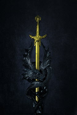 AlcainoCreative Gold sword and black dragon sculpture