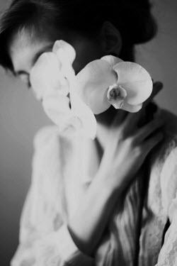 Michalina Wozniak Woman holding flowers Women