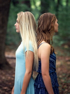 Elisabeth Ansley Teenage girls standing back to back