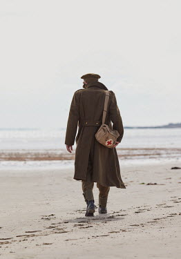 CollaborationJS WW2 SOLDIER ON BEACH FROM BEHIND Men