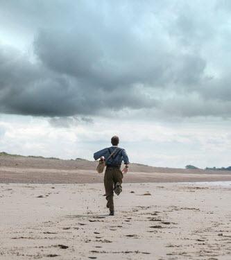 CollaborationJS WW2 SOLDIER RUNNING ON SANDY BEACH Men