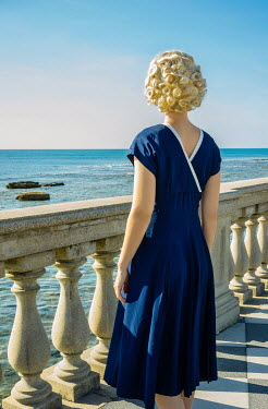 Nikaa 1930S BLONDE WOMAN WATCHING SEA FROM BEHIND Women