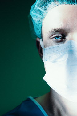 Natasza Fiedotjew CLOSE UP OF DOCTOR IN SURGICAL MASK Men