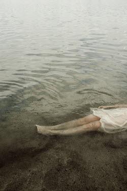 Natasza Fiedotjew WOMAN IN WHITE DRESS FLOATING IN LAKE Women