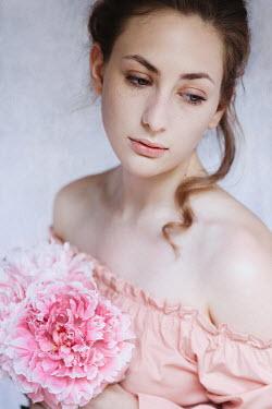 Natasza Fiedotjew DAYDREAMING GIRL WITH PINK FLOWERS Women