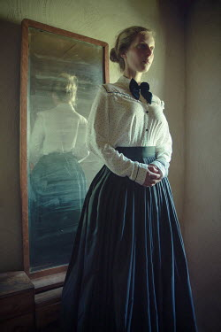 Natasza Fiedotjew Young historical woman with her back to mirror