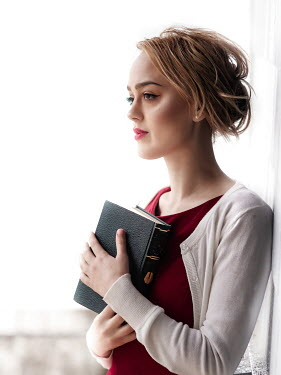 Elisabeth Ansley SERIOUS BLONDE GIRL HOLDING BOOK Women