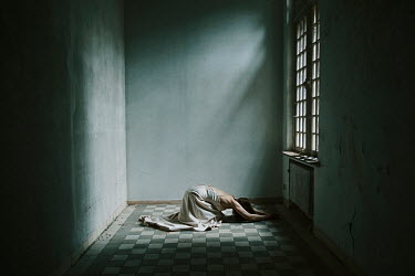 Eva Van Oosten ISOLATED WOMAN LYING IN ROOM Women