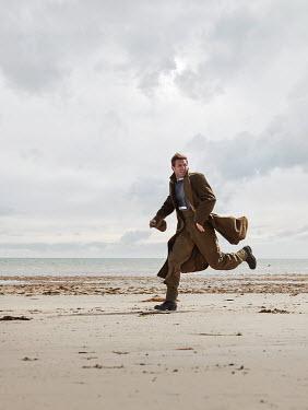 CollaborationJS RETRO MAN RUNNING ON BEACH Men