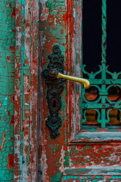 Jaroslaw Blaminsky HANDLE ON PAINTED WEATHERED DOOR Building Detail