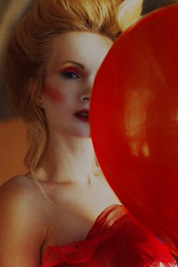 Kirill Sakryukin Woman with red balloon