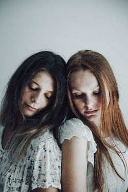 Natasza Fiedotjew Two young women leaning on each other