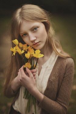 Magdalena Kolakowska Girl holding daffodils