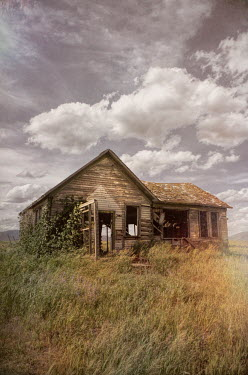 Jill Battaglia DERELICT WOODEN HOUSE IN REMOTE COUNTRYSIDE Houses