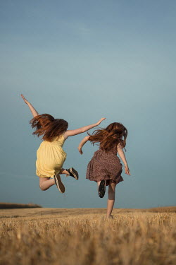 Magdalena Russocka two little girls running in field