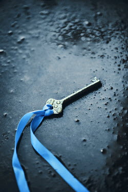 Magdalena Russocka key with blue ribbon