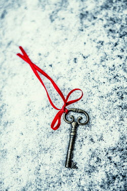 Magdalena Russocka old key with red ribbon dropped in snow