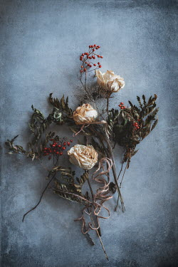 Magdalena Wasiczek withered bouquet of white roses and red berries Flowers