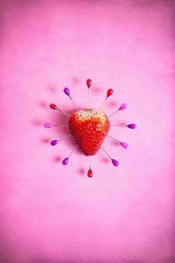 Miguel Sobreira Pins in strawberry
