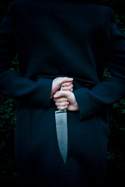 Shelley Richmond Hand of woman holding knife