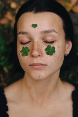 Alina Zhidovinova Young woman with clovers on her face
