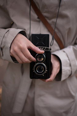Alina Zhidovinova Hands of man holding vintage camera