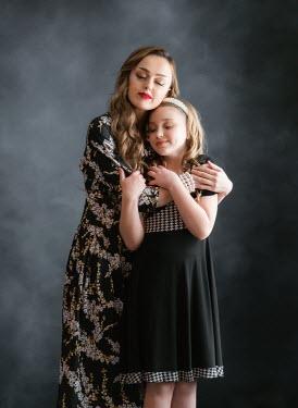 Elisabeth Ansley Mother and daughter in vintage dresses