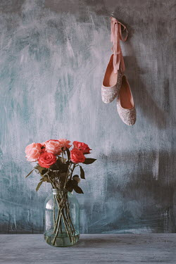 Magdalena Wasiczek bouquet of roses in and ballet shoes Flowers
