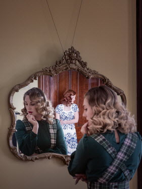 Elisabeth Ansley TWO RETRO WOMEN REFLECTED IN MIRROR Women