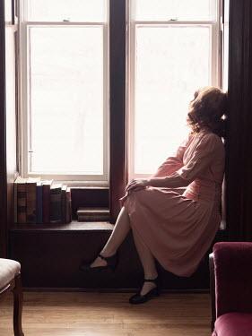Elisabeth Ansley RETRO WOMAN SITTING DAYDREAMING BY WINDOW Women