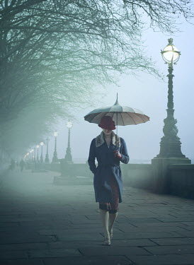 Mark Owen RETRO WOMAN WITH UMBRELLA  IN FOGGY CITY Women