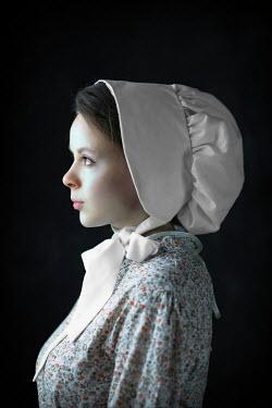 Ildiko Neer Historical servant in white bonnet
