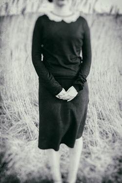 Marie Carr RETRO WOMAN STANDING IN LONG GRASS Women
