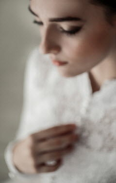 Nikaa CLOSE UP OF BRUNETTE BRIDE IN WHITE LACE Women